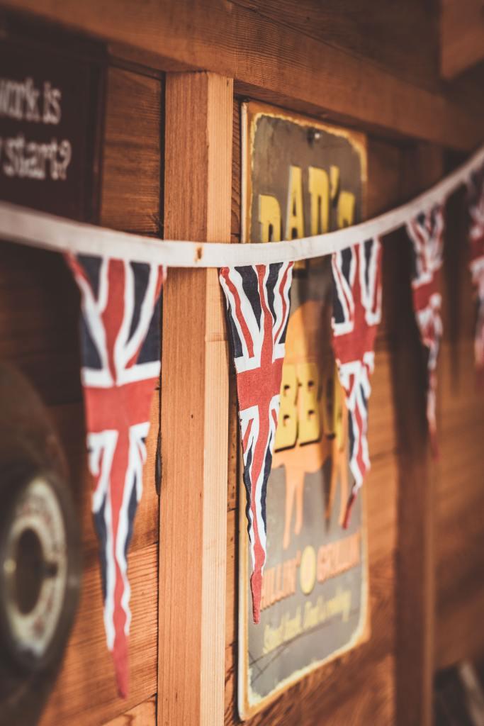 Girlande aus Wimpeln mit Aufdruck der Flagge des Vereinigten Königreichs